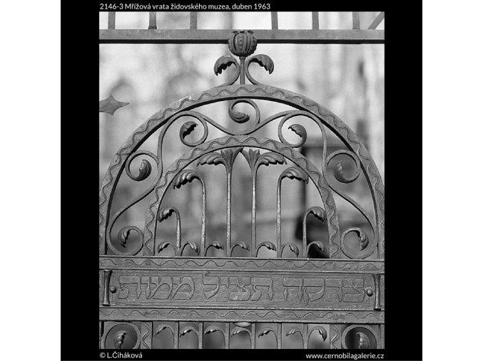 Mřížová vrata židovského muzea (2146-3), Praha 1963 duben, černobílý obraz, stará fotografie, prodej