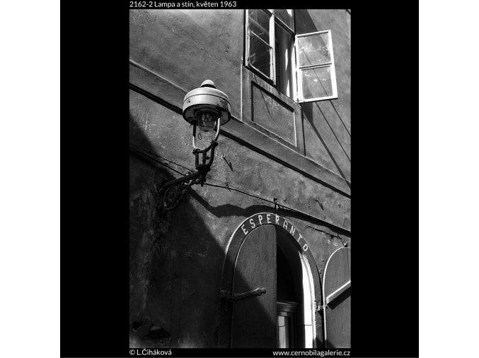 Lampa a stín (2162-2), Praha 1963 květen, černobílý obraz, stará fotografie, prodej