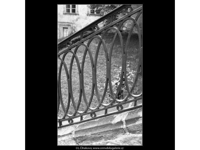 Mřížové zábradlí (2179-10), Praha 1963 květen, černobílý obraz, stará fotografie, prodej