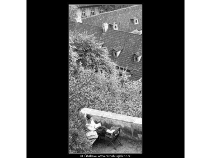 Čtenářka (2180-1), žánry - Praha 1963 květen, černobílý obraz, stará fotografie, prodej
