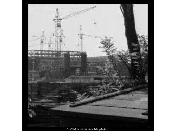 Na staveništi u stadionu (2237-5), žánry - Praha 1963 červen, černobílý obraz, stará fotografie, prodej