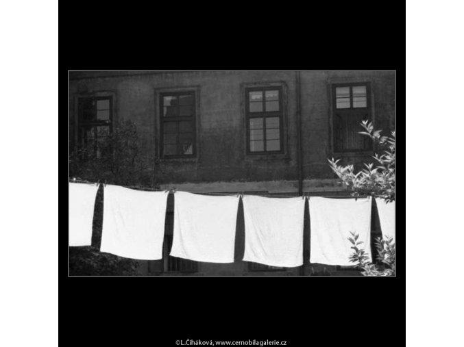 Prádlo (2243-2), žánry - Praha 1963 červen, černobílý obraz, stará fotografie, prodej