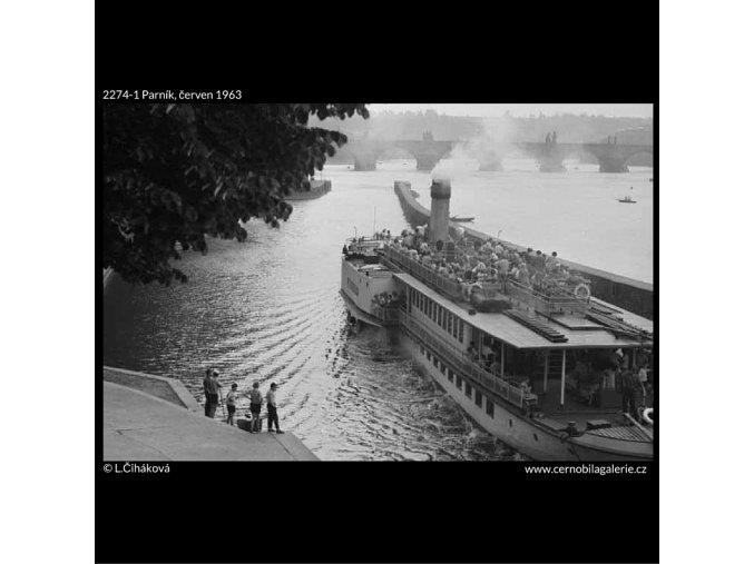 Parník (2274-1), žánry - Praha 1963 červen, černobílý obraz, stará fotografie, prodej