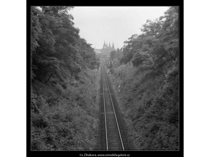 Pruh kolejí (2351-2), žánry - Praha 1963 červenec, černobílý obraz, stará fotografie, prodej