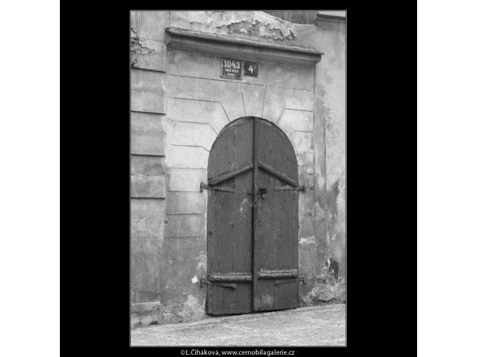 Nejmenší pražský domek (2437), Praha 1963 září, černobílý obraz, stará fotografie, prodej