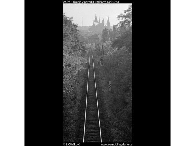 Koleje v pozadí Hradčany (2439-1), Praha 1963 září, černobílý obraz, stará fotografie, prodej
