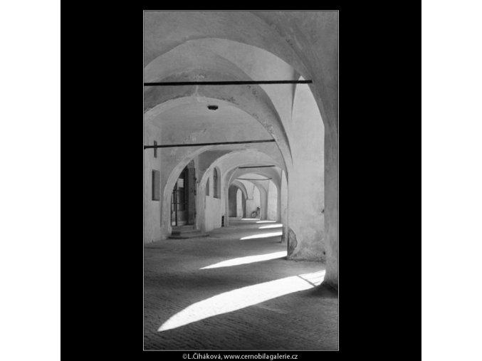 Podloubí na Malém náměstí (2500), Praha 1963 říjen, černobílý obraz, stará fotografie, prodej