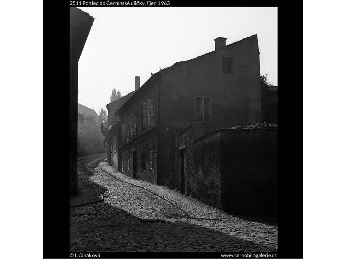 Pohled do Černínské uličky (2511), Praha 1963 říjen, černobílý obraz, stará fotografie, prodej