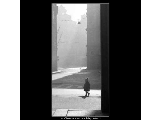 Malé dítě (2581), žánry - Praha 1963 prosinec, černobílý obraz, stará fotografie, prodej