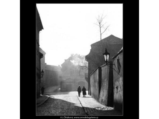 U Lužického semináře (2590-1), žánry - Praha 1963 prosinec, černobílý obraz, stará fotografie, prodej