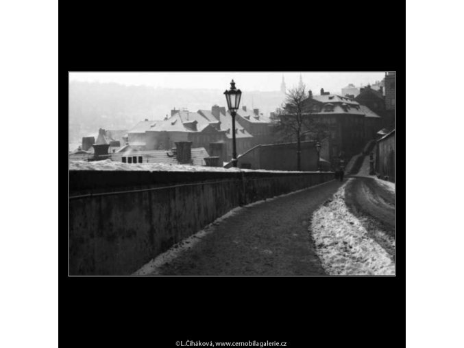 Ulice Ke Hradu (2645-1), žánry - Praha 1964 leden, černobílý obraz, stará fotografie, prodej