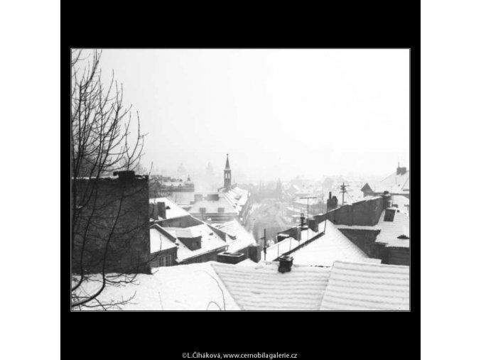 Zasněžené střechy (2649-2), žánry - Praha 1964 leden, černobílý obraz, stará fotografie, prodej