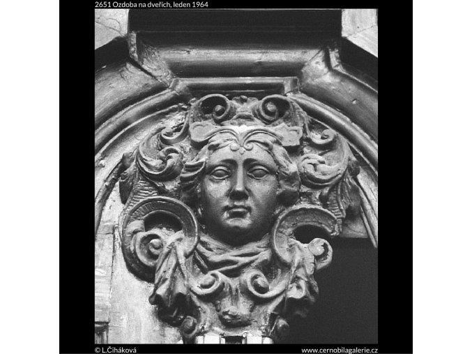 Ozdoba na dveřích (2651), Praha 1964 leden, černobílý obraz, stará fotografie, prodej