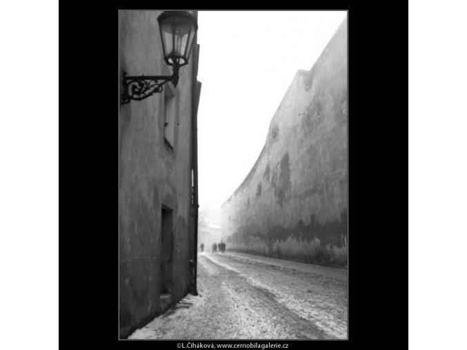 Vysoká zeď (2655), žánry - Praha 1964 leden, černobílý obraz, stará fotografie, prodej