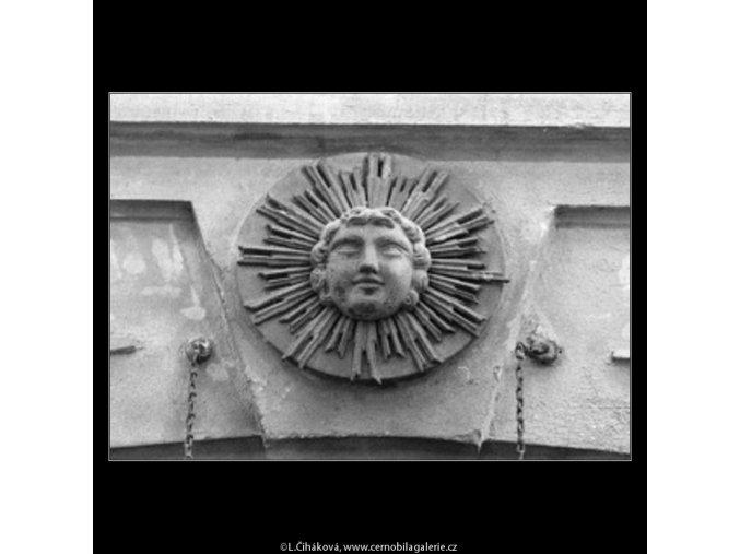 U Zlatého slunce (2687-1), Praha 1964 únor, černobílý obraz, stará fotografie, prodej