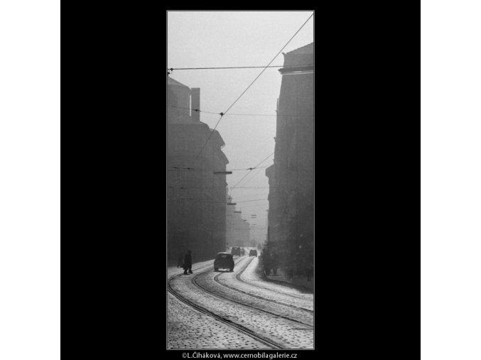 Karmelitská ul. v poledne (2709-2), Praha 1964 únor, černobílý obraz, stará fotografie, prodej