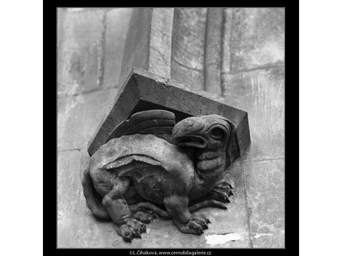 Ozdůbka na bráně (2722), Praha 1964 únor, černobílý obraz, stará fotografie, prodej