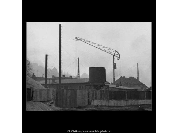 Zákoutí se stožárem (2762), žánry - Praha 1964 březen, černobílý obraz, stará fotografie, prodej