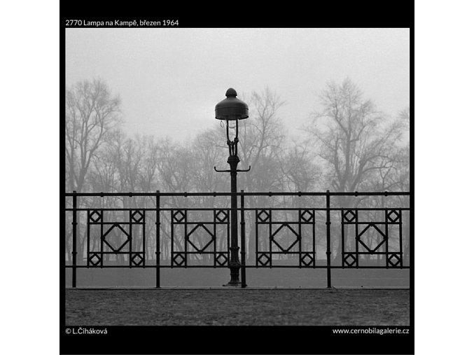 Lampa na Kampě (2770), Praha 1964 březen, černobílý obraz, stará fotografie, prodej