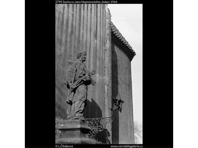 Socha sv.Jana Nepomuckého (2795), Praha 1964 duben, černobílý obraz, stará fotografie, prodej