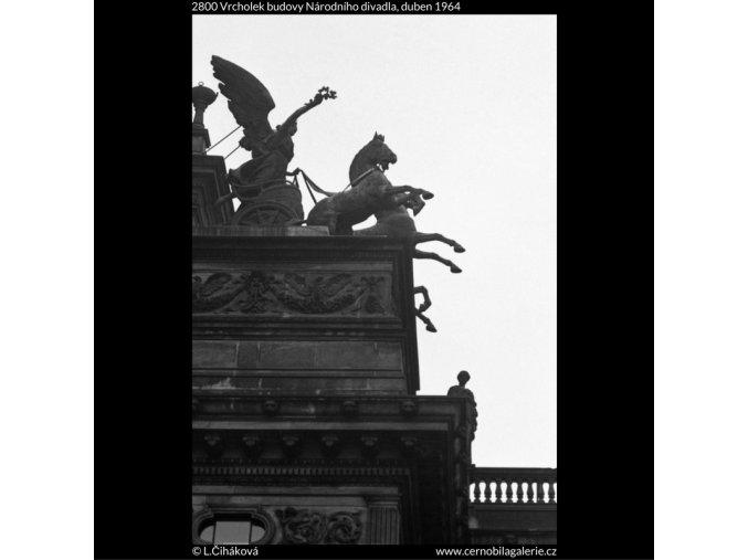 Vrcholek Národního divadla (2800), Praha 1964 duben, černobílý obraz, stará fotografie, prodej