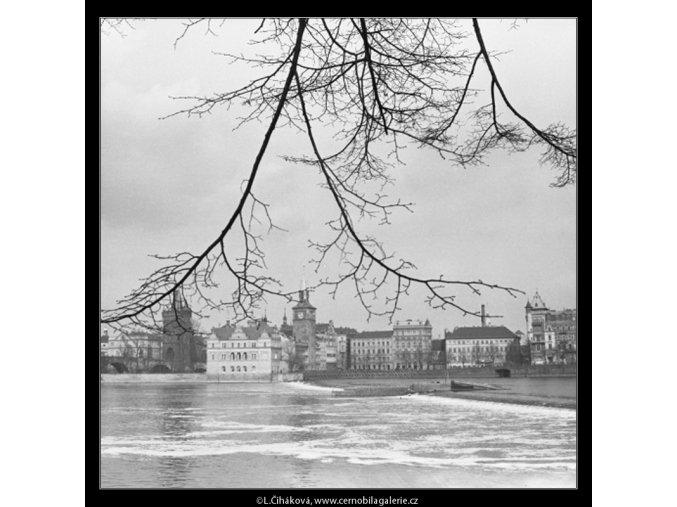 Pohled na Karlovy lázně (2831-4), Praha 1964 duben, černobílý obraz, stará fotografie, prodej