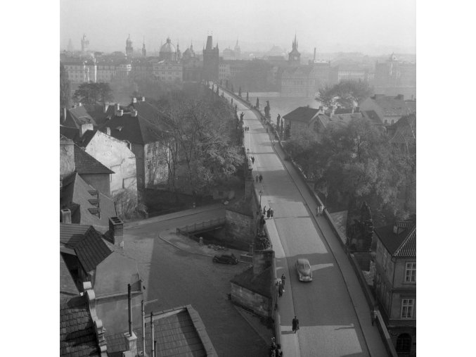 Karlův most z věže (41-12), Praha 1958 , černobílý obraz, stará fotografie, prodej