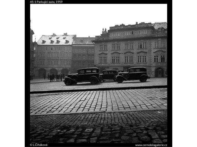 Parkující auta (45-1), Praha 1959 , černobílý obraz, stará fotografie, prodej