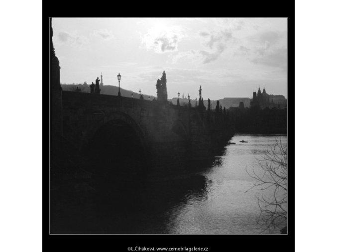 Pohled na Karlův most (2838-2), Praha 1964 duben, černobílý obraz, stará fotografie, prodej