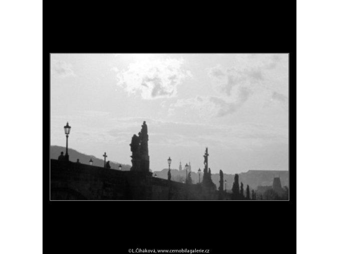 Pohled na Karlův most (2838-3), Praha 1964 duben, černobílý obraz, stará fotografie, prodej
