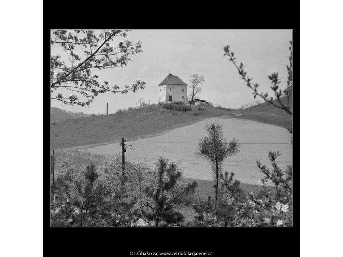 Domek na návrší (2901-4), Praha 1964 květen, černobílý obraz, stará fotografie, prodej