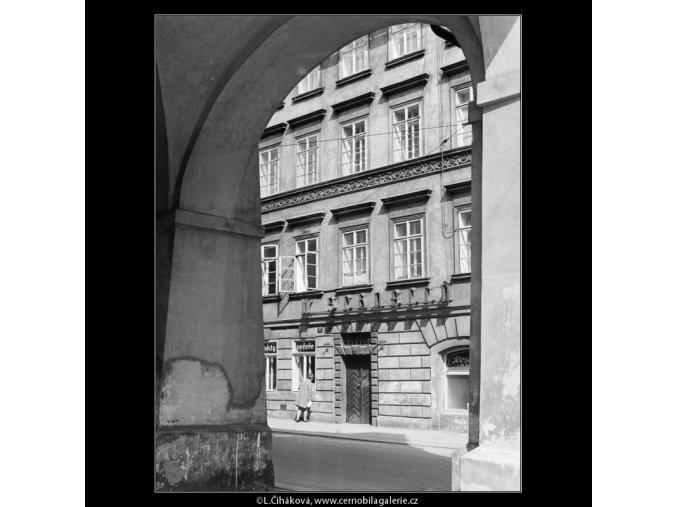 Hospoda U Pštrosů (2948-1), Praha 1964 květen, černobílý obraz, stará fotografie, prodej