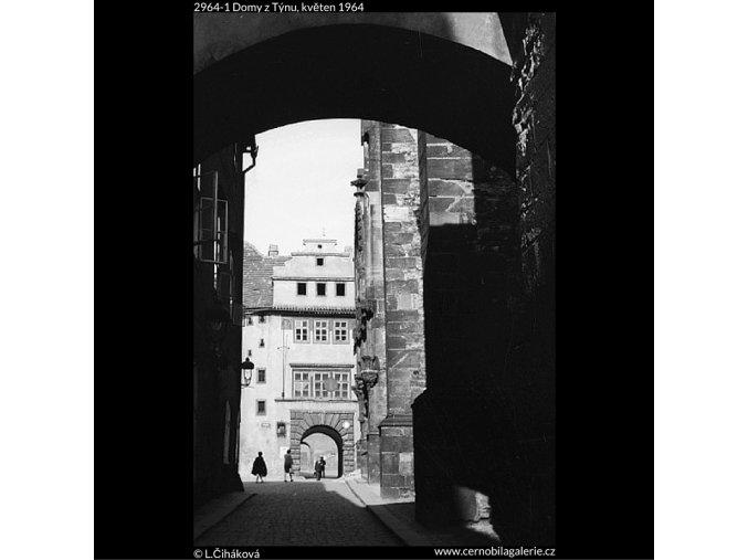 Domy z Týnu (2964-1), Praha 1964 květen, černobílý obraz, stará fotografie, prodej