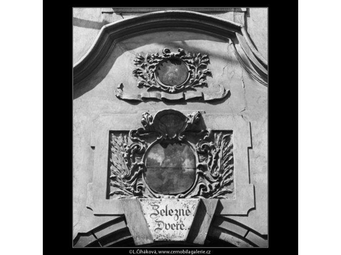 Výzdoba domu Železné dveře (2966), Praha 1964 květen, černobílý obraz, stará fotografie, prodej