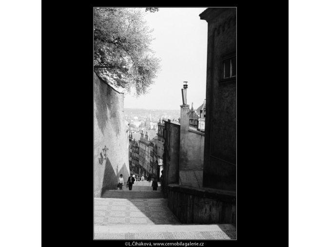 Pohled na Zámecké schody (2967-1), Praha 1964 květen, černobílý obraz, stará fotografie, prodej