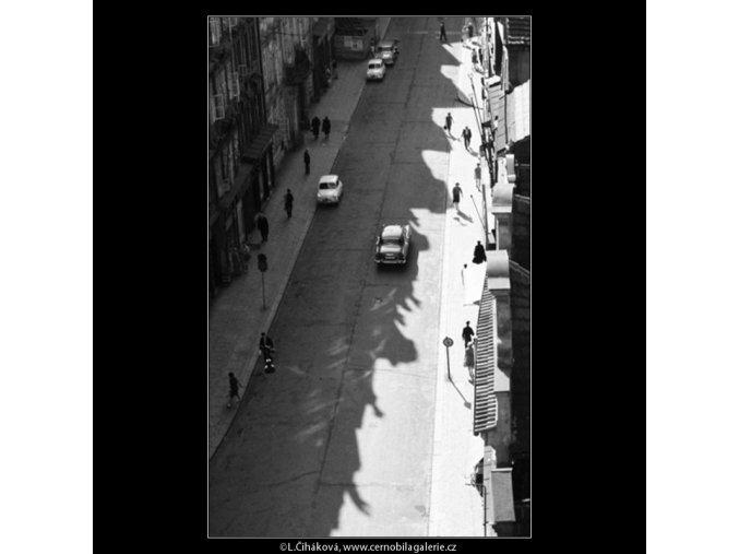 Pohled do Mostecké ulice (2968), Praha 1964 červen, černobílý obraz, stará fotografie, prodej