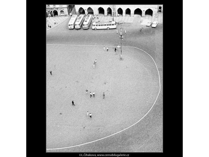 Lidé na náměstí (2976-4), Praha 1964 červen, černobílý obraz, stará fotografie, prodej
