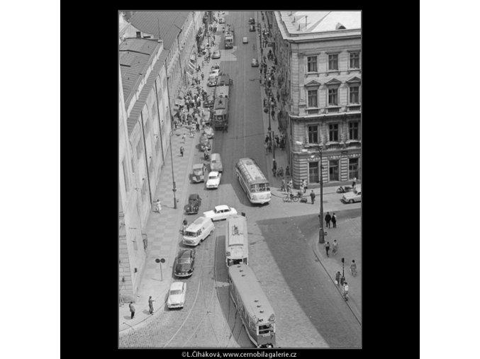 Křižovatka u Hybernské (2986-2), Praha 1964 červen, černobílý obraz, stará fotografie, prodej