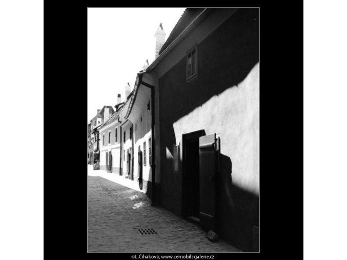 Zlatá ulička (3069-2), Praha 1964 červenec, černobílý obraz, stará fotografie, prodej
