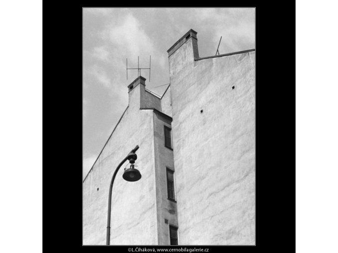 Zeď domu (3122), Praha 1964 srpen, černobílý obraz, stará fotografie, prodej