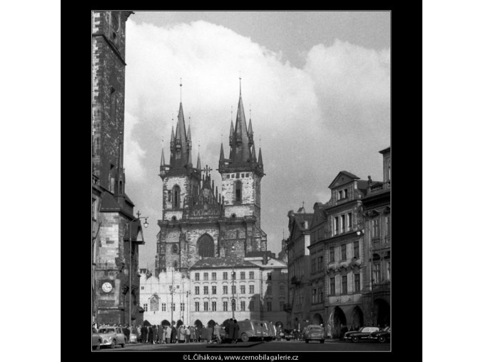 Týnský chrám a Staroměstské náměstí (459), Praha 1960 únor, černobílý obraz, stará fotografie, prodej