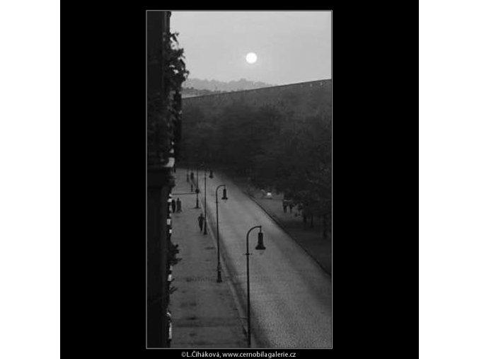 Západ slunce (3208), žánry - Praha 1964 září, černobílý obraz, stará fotografie, prodej