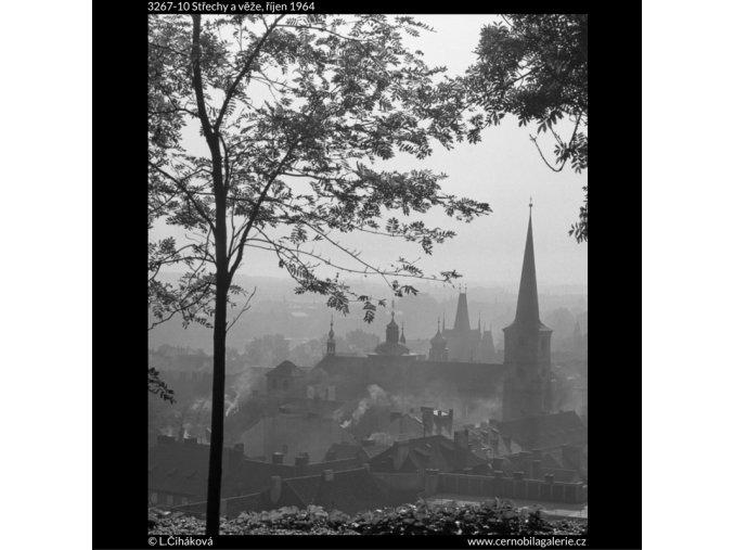 Střechy a věže (3267-10), Praha 1964 říjen, černobílý obraz, stará fotografie, prodej