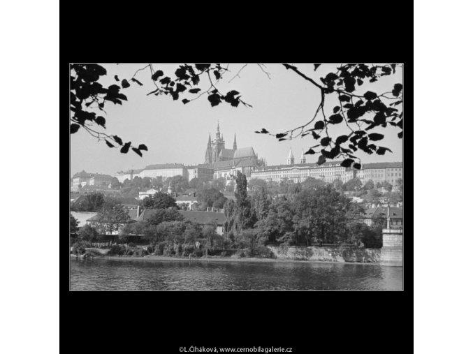 Pražský hrad (3273-3), Praha 1964 říjen, černobílý obraz, stará fotografie, prodej