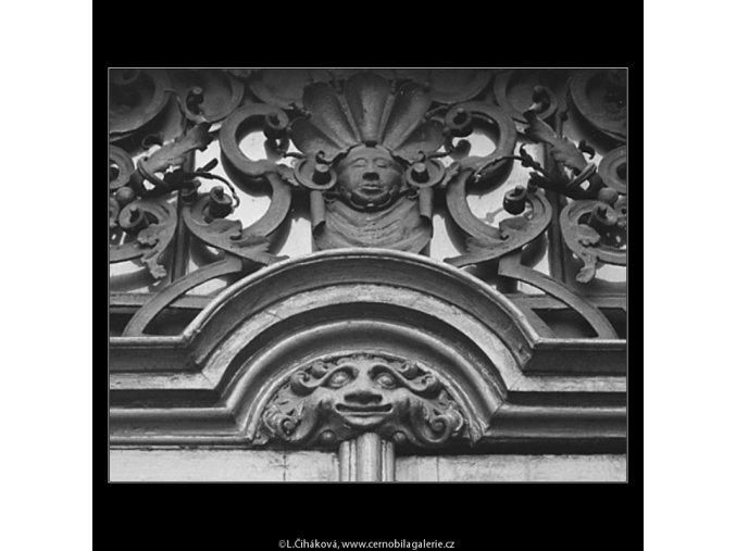 Mříž a ozdoba (3340-1), Praha 1964 listopad, černobílý obraz, stará fotografie, prodej