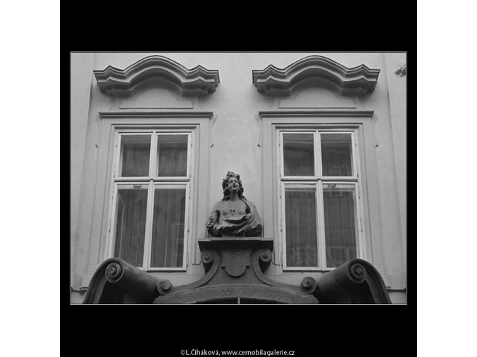 Pražská okna (3341-1), Praha 1964 listopad, černobílý obraz, stará fotografie, prodej