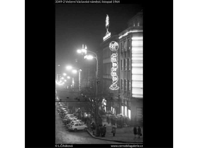 Večerní Václavské náměstí (3349-2), Praha 1964 listopad, černobílý obraz, stará fotografie, prodej