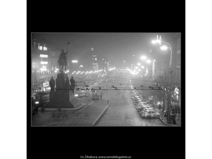 Večerní Václavské náměstí (3349-3), Praha 1964 listopad, černobílý obraz, stará fotografie, prodej