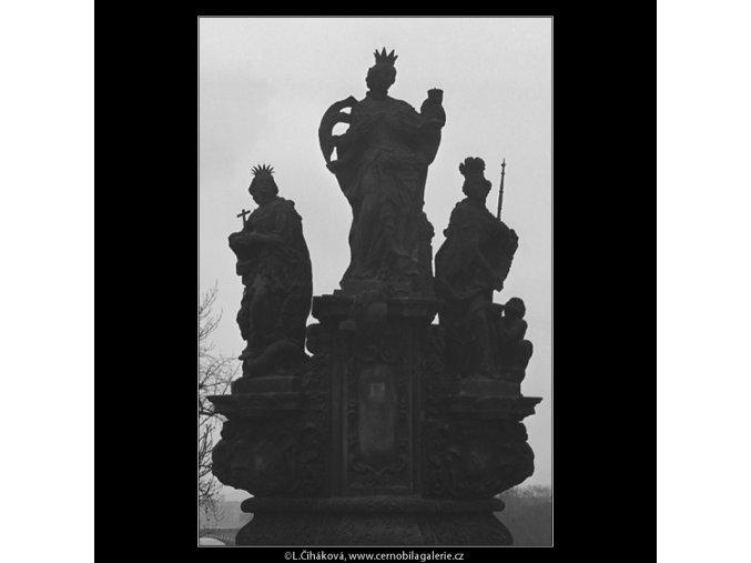 Plastika z Karlova mostu (3365), Praha 1964 prosinec, černobílý obraz, stará fotografie, prodej