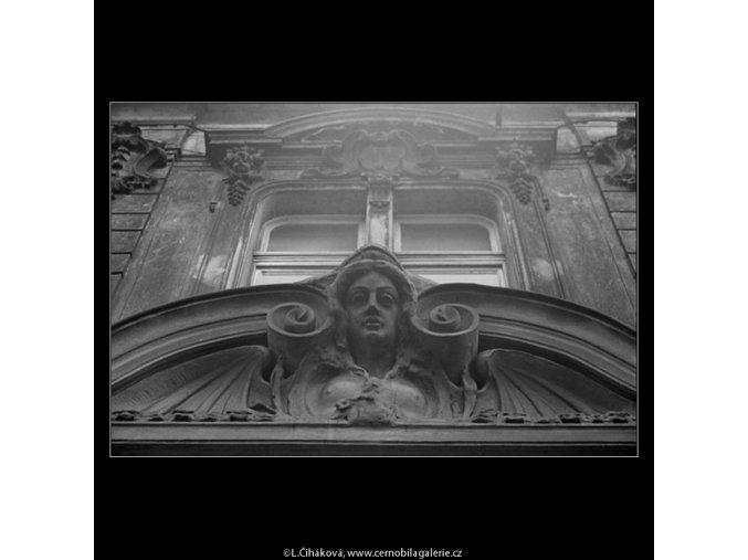 Ozdoba nade dveřmi (3463-1), Praha 1965 únor, černobílý obraz, stará fotografie, prodej